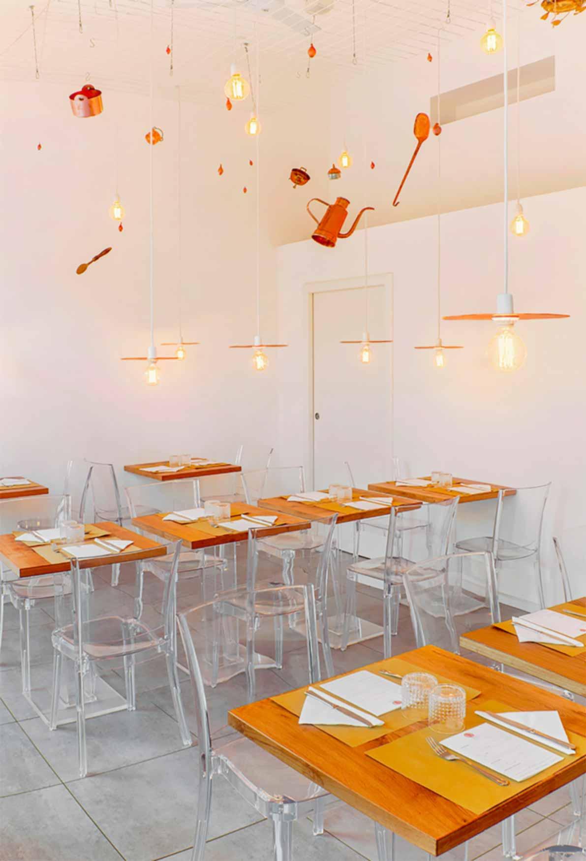 Ristorante Navigli di Milano Tagliabrodo | Zuppe, zupperia e alta cucina sui navigli di Milano | immagine Interni e tavoli